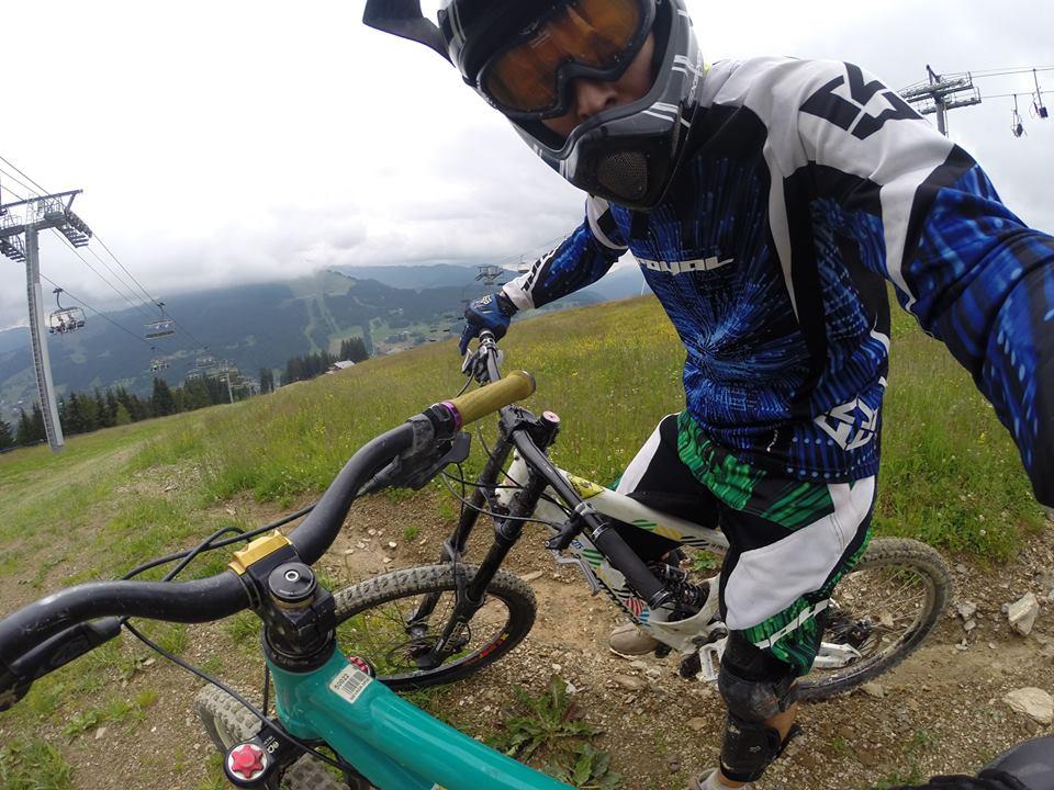 DH biking